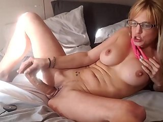 Jaebird1981 playing with pussy, dildo, shows feet, ORGASMS