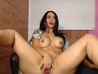 Mature Latina big ass big tits on cam pt1