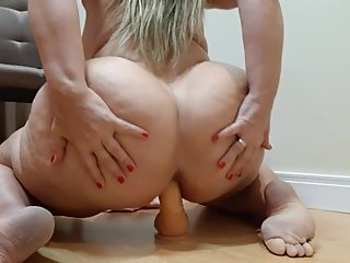 doing an anal with a 21cm dildo ate ate