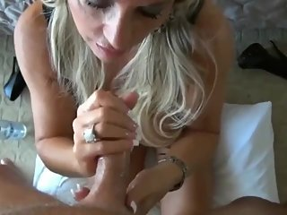 Gorgeous american MILF with huge tits likes rough sex