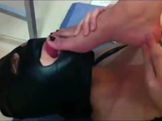 the slave girl worshipped MILF's sweaty feet