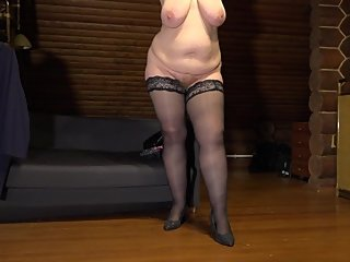 taking pictures of a mature busty bbw. behind the scenes