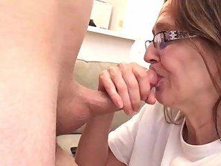 Milf gets her mouth pregnant