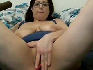 Mommy Plays With Her Pretty Pussy