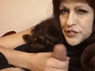 Sexy mature MILF having a real orgasm with her new neighbor
