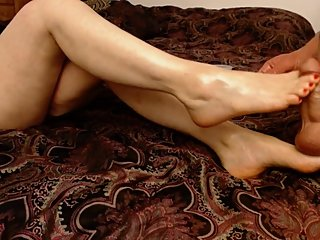 Ziam gives Laura oily foot massage and Laura gets her toes drenched in cum.